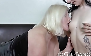 Tremendous cock guy got lucky today with his hot gf and her mom