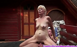 Mature woman dickriding in cowgirl