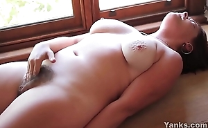 Busty Yanks Babe Sequoia Rubs One Out