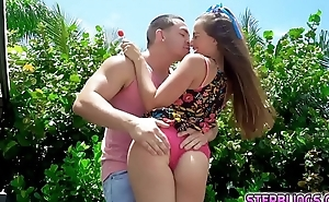 Stepsiblings fall in love added to have sex!